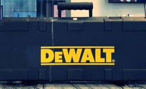 how to use a Dewalt reciprocating saw